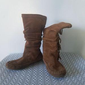 Minnetonka slouchy side fringe moccasin boots 8